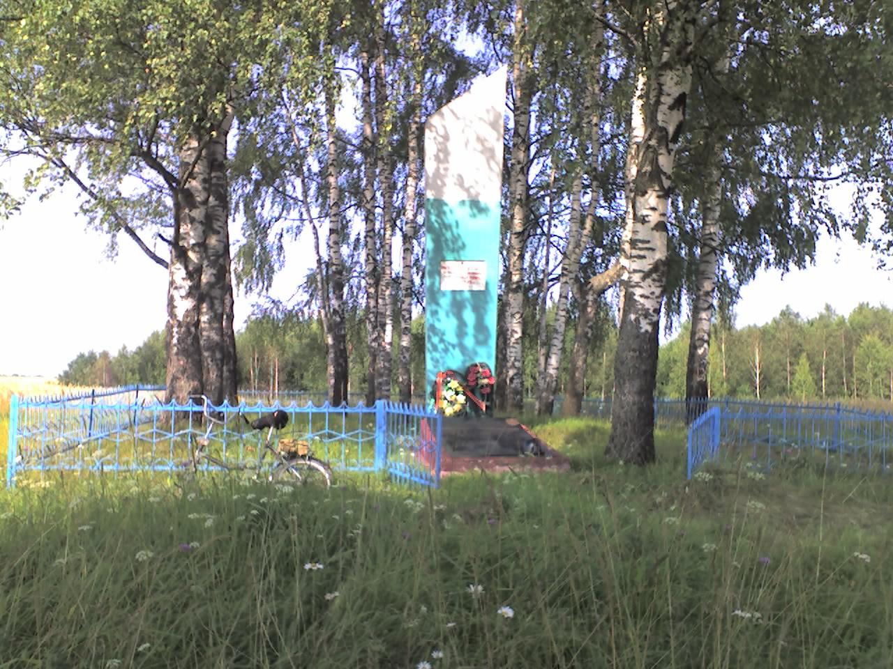 Деревня Казаново - братская могила